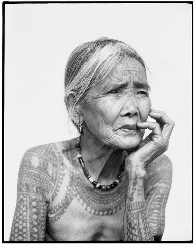 Vielle femme tatouée2368