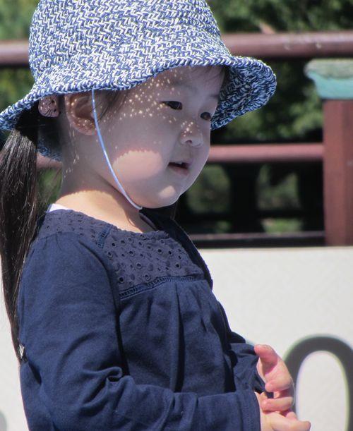 Petite coréenne au chapeau par Béatrice Gernot